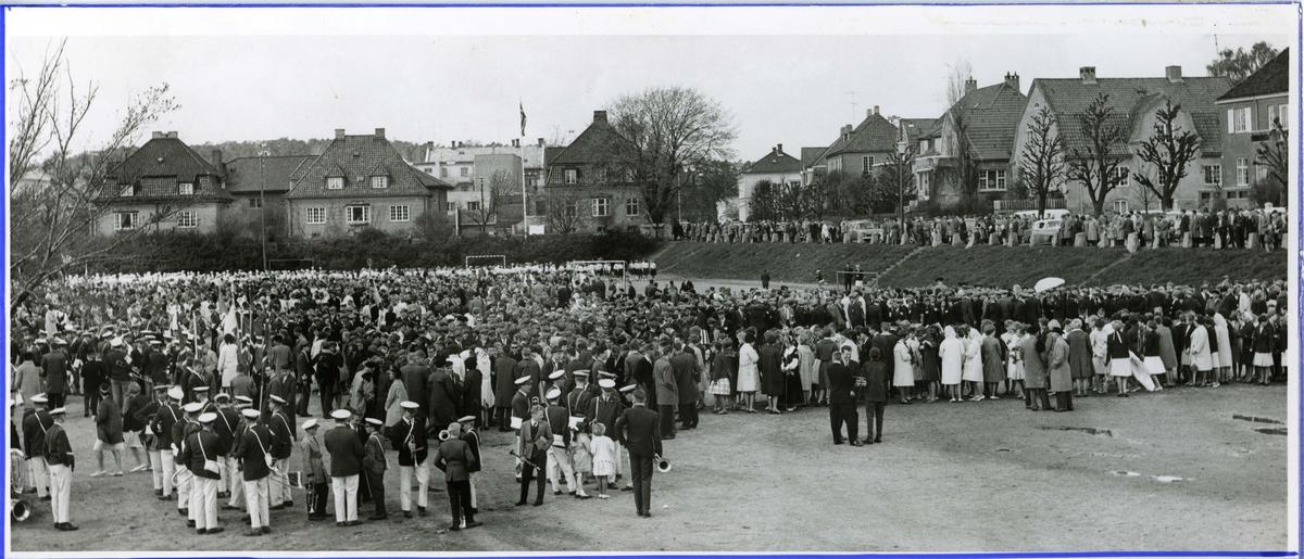 17. mai.  Tollbodplassen.  Ove Ramms gate.  Håndballmå.l  Musikkorps.