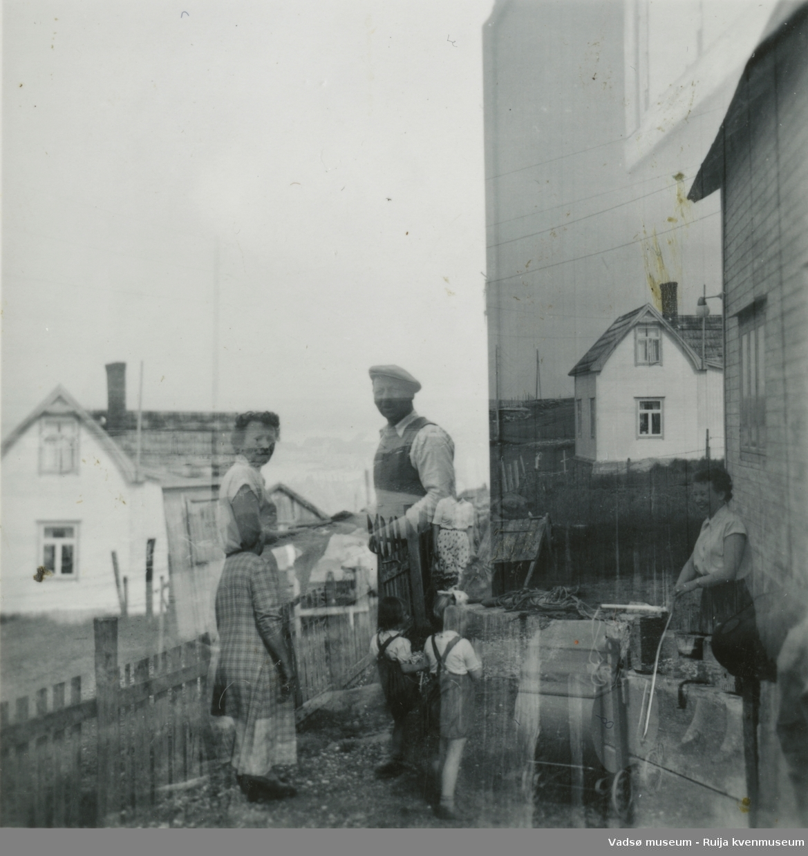 Anna og Daniel Jørstad foran huset på Hellestvedt, Ekkerøy, ca. 1950-55.