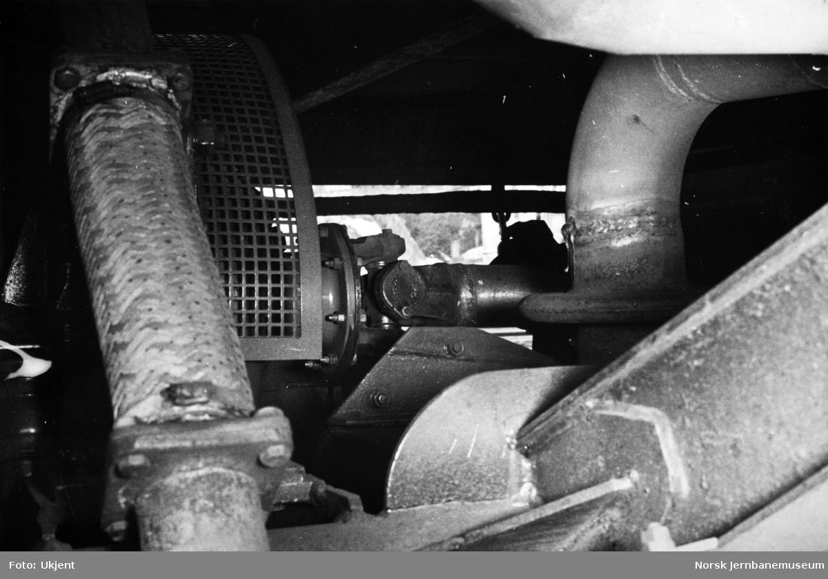 Motorvogn type 86 og 91 - Rolls Royse-dieselmotor, avgassanlegg, fleksibel slange