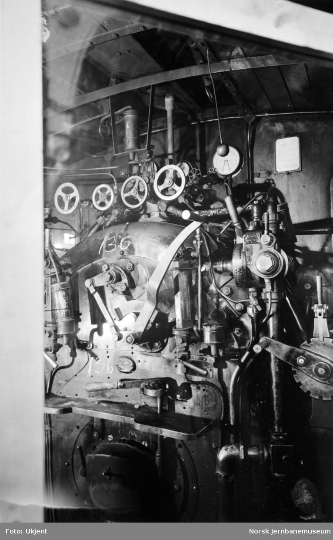 NSB damplokomotiv type 18a nr. 136, interiør fra hytta