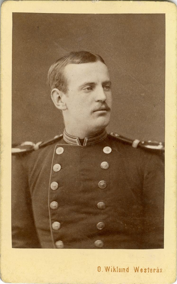 Porträtt av Johan Vitalis Odqvist, officer vid Västgöta regemente I 6.  Se även bild AMA.0001856 och AMA.0002151.