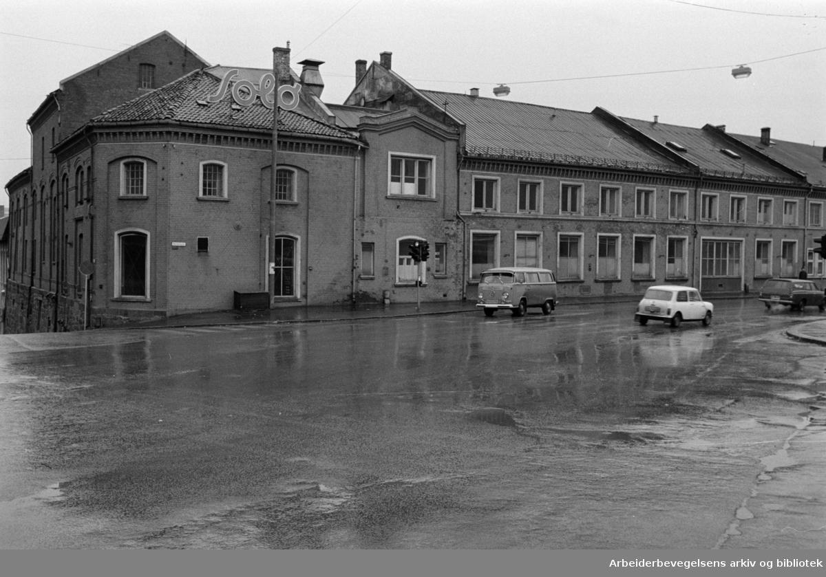 Maridalsveien: Sosialsenteret, Nora Fabrikker mot Brenneriveien. November1972
