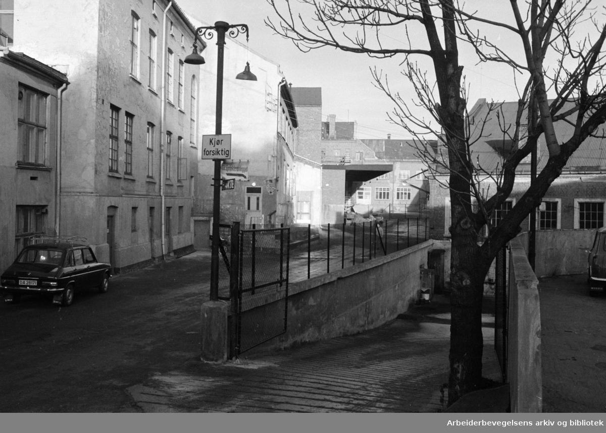 Maridalsveien: Sosialsenteret. Fra gårdsplassen i Nora-anlegget. Januar 1973