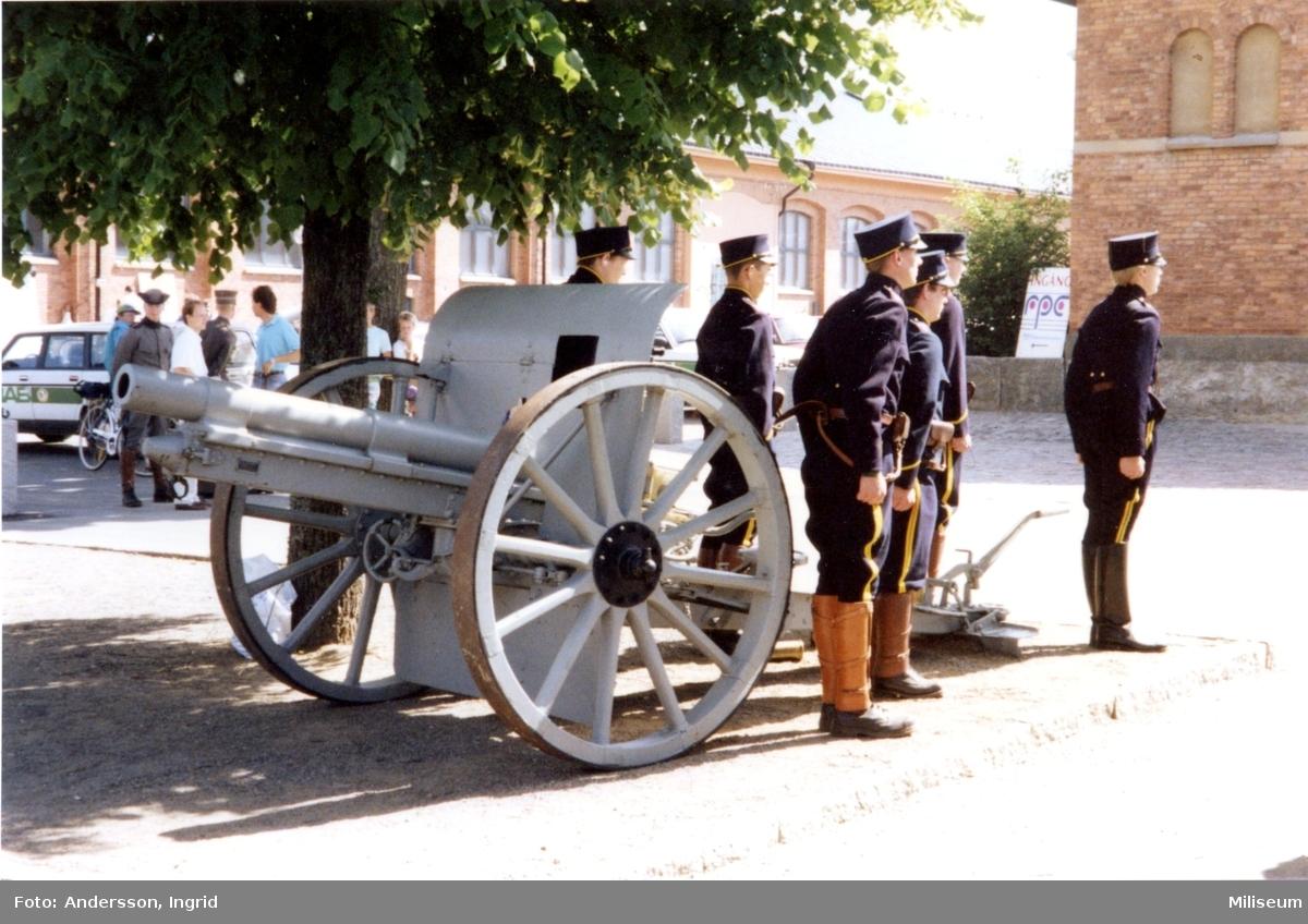 Försvarshistoriska muséet, invigning. Salutpjäs.
