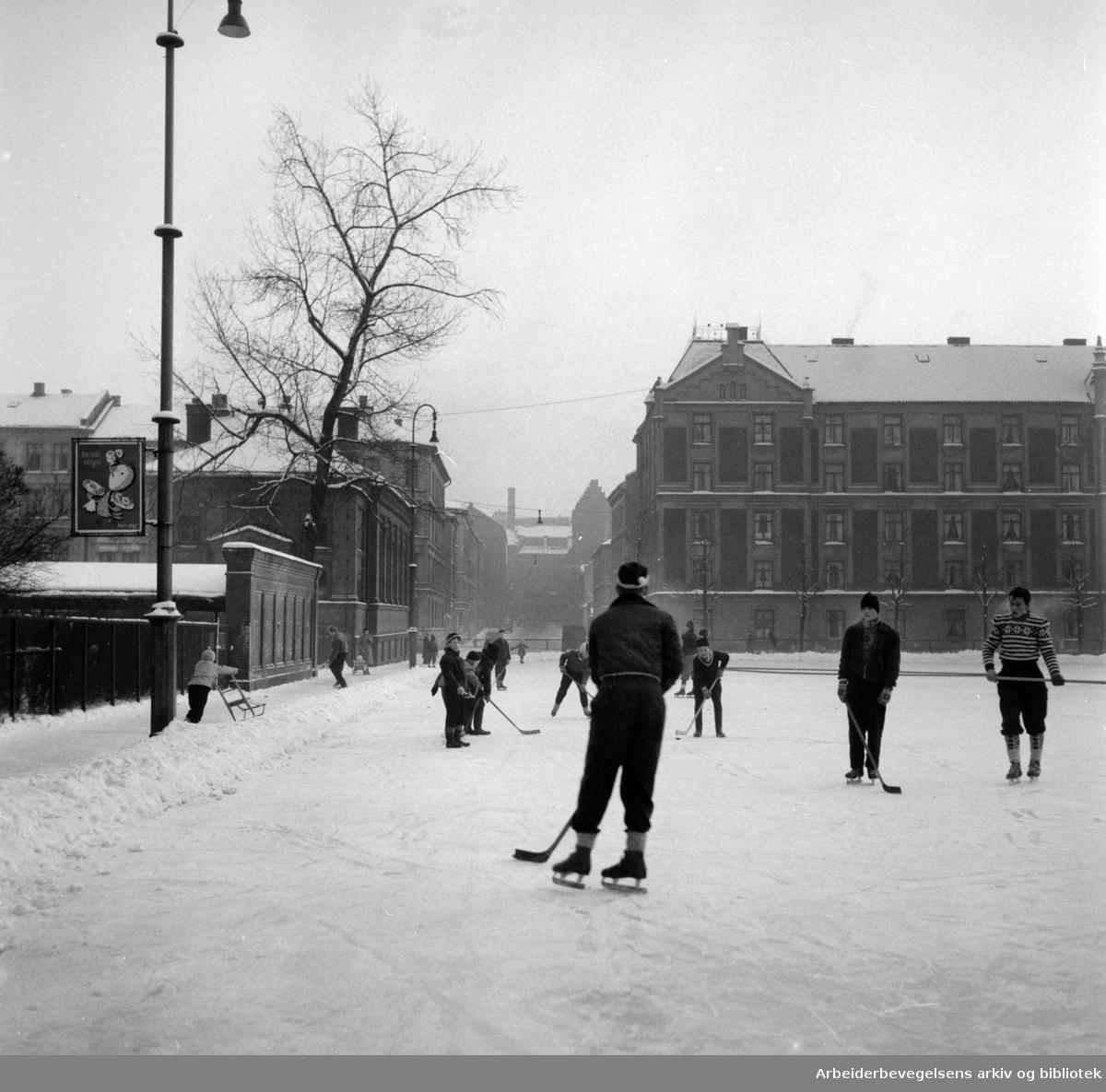 Rudolf Nilsens Plass utvides, januar 1955