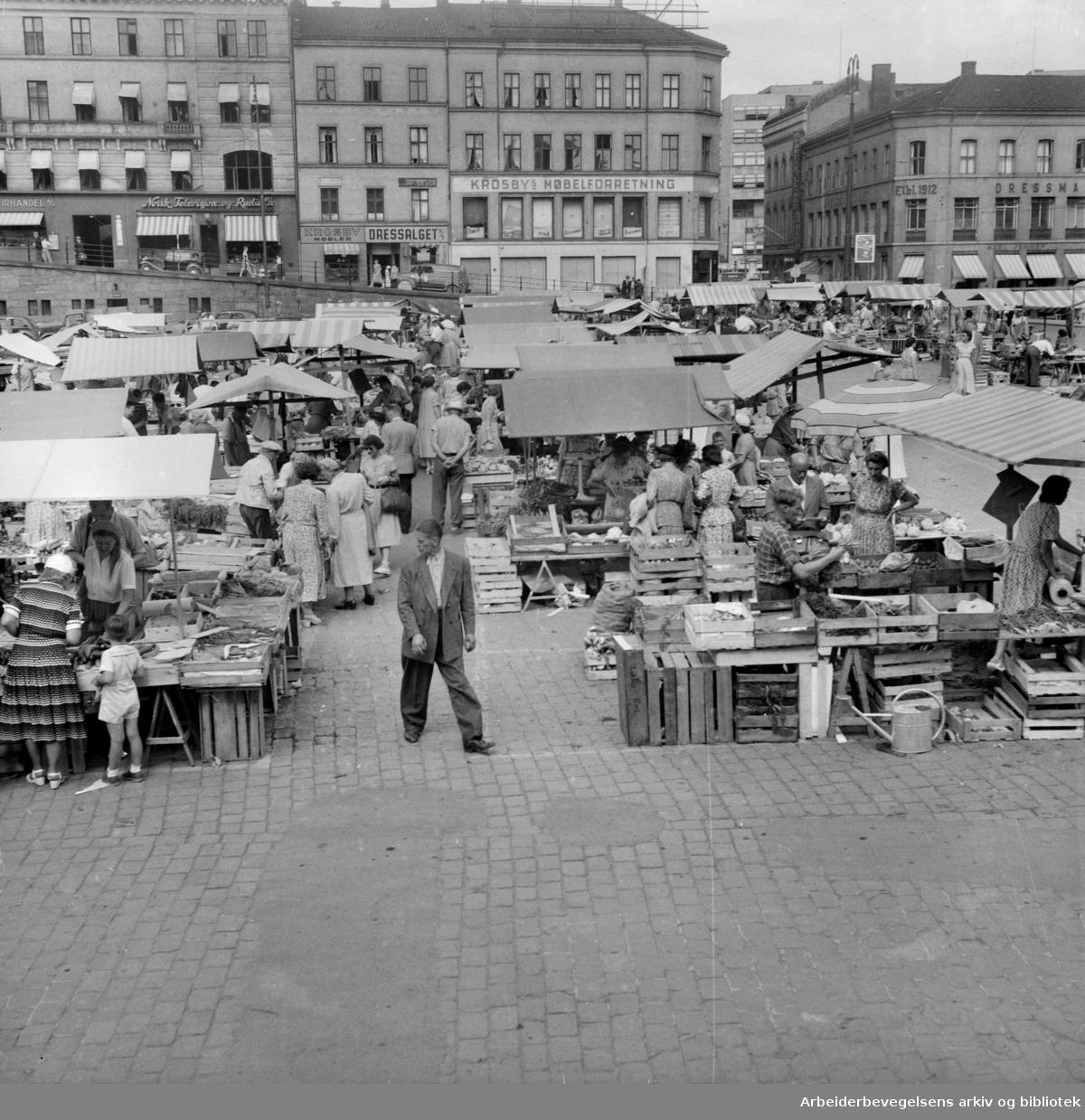 Torghandel på Youngstorget, 1953.