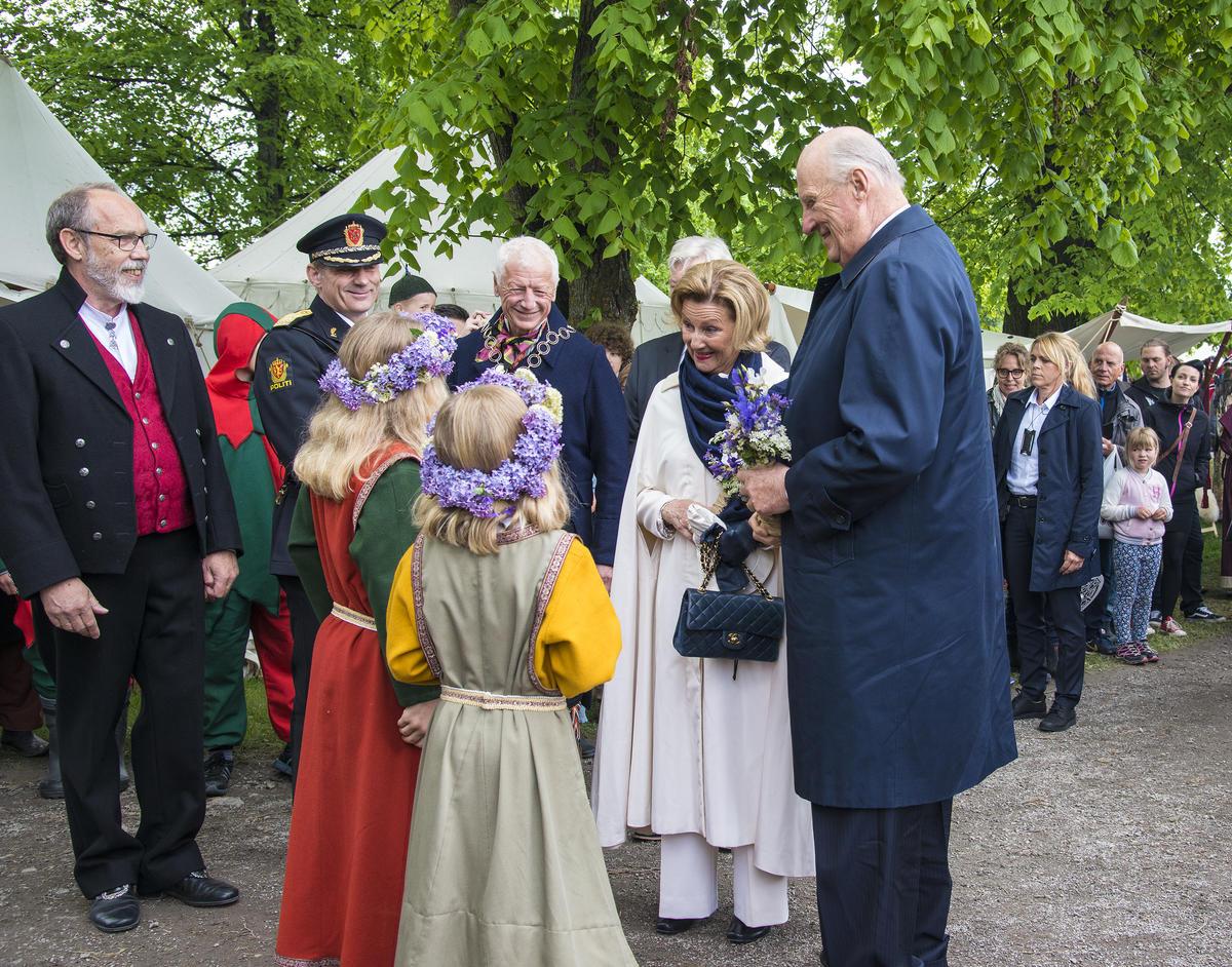Kongeparet og blomsterpiker (Foto/Photo)