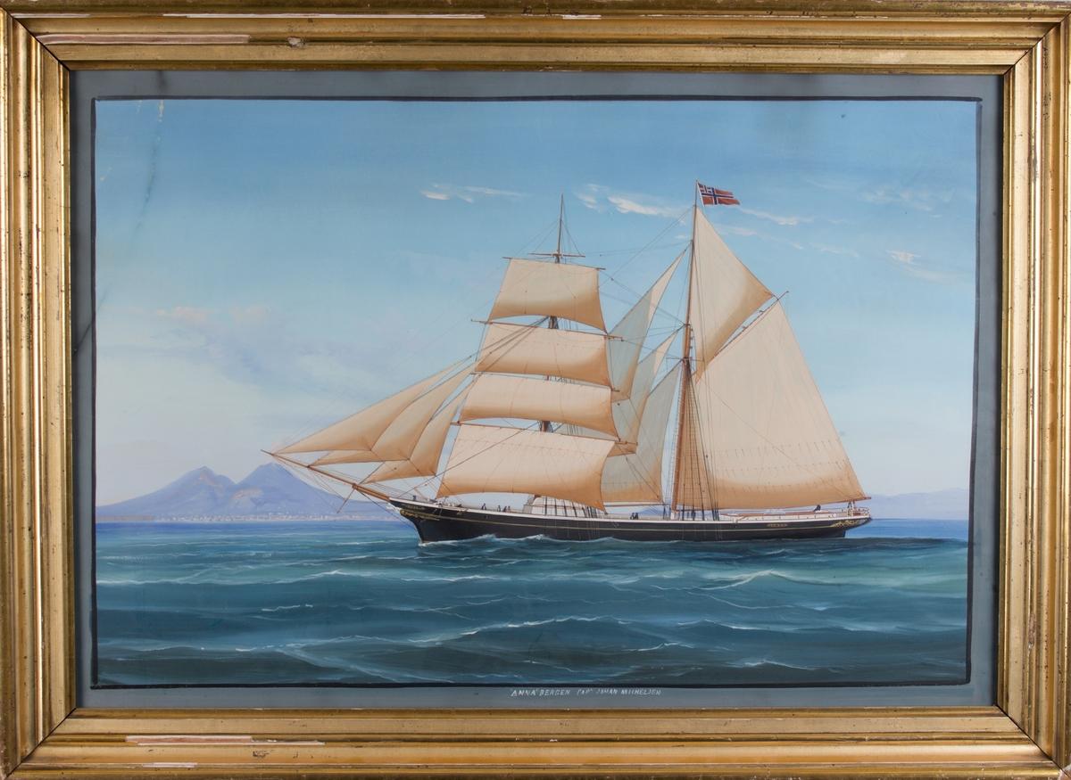 Skipsportrett av skonnertbrigg ANNA for fulle seil med  Vesuv i bakgrunnen. Fører unionsflagg i stormasten.
