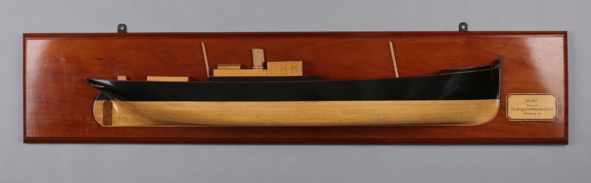 Halvmodell av DS BERGENSEREN montert på treplate,