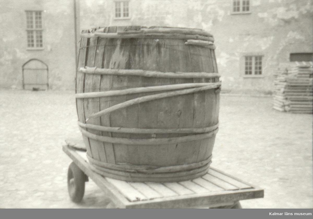Flyttning av föremål från Borgstugan hösten -76.