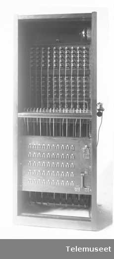 Telefonsentral, kabinettveksler, bakside, 13.9.12. Mc M. Elektrisk Bureau.