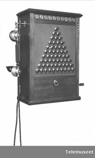 Telefonsentral, magneto pyramideveksler, 10 d.lj. 18.12.13. Elektrisk Bureau.