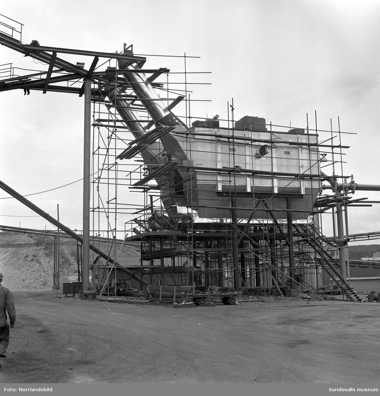 Byggställningar vid Fosfatbolaget i Stockvik. Norrländska Ställnings AB.