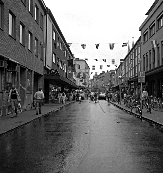 Bildtext: Skara.  Vår vänliga vardag 1986.