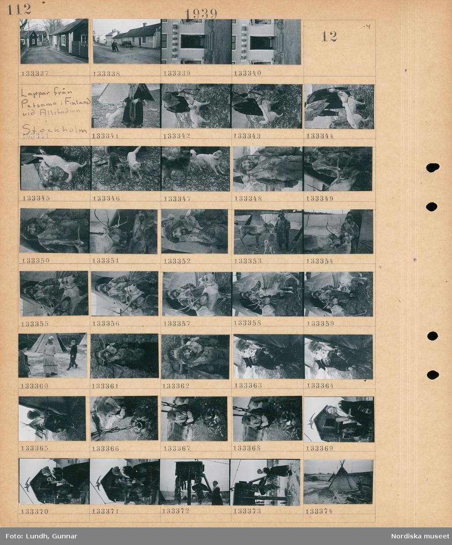 """Motiv: Öregrund; Gatuvy med hus, en kvinna och en man står på en gata och samtalar, en byggnad med en skylt """"konsum"""".  Motiv: Lappar från Petsamo i Finland vid Allstadion i Stockholm; En kvinna med en hund, porträtt av en man med två renar, en kvinna och två barn vid tält, porträtt av en man, en kvinna med en kaffekittel över en öppen eld, porträtt av en kvinna, en person står vid ett tält."""