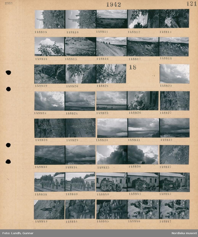 Motiv: (ingen anteckning) ; Blommor på en äng, landskapsvy med åkrar och skog, trädgren, en sandås.  Motiv: (ingen anteckning) ; Moln, landskapsvy med åkrar och himmel, soldater står uppställda vid ett järnvägsspår, grupporträtt av soldater vid ett nybyggt hus, porträtt av en soldat.