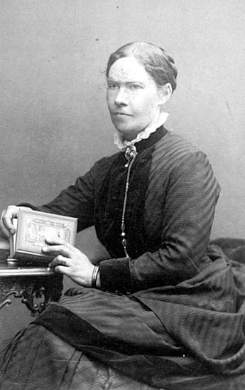 Firman Ad. Lidwall i Tidaholm etablerades 1862. Mivis Lidwall f. 1856 och Adolf Lidwall drev den tillsammans med sin dotter Signe.
