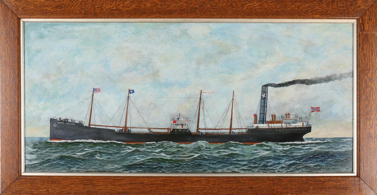 Skipsportrett av DS GUSTAV VIGELAND under fart i åpen sjø med norsk flagg akter.
