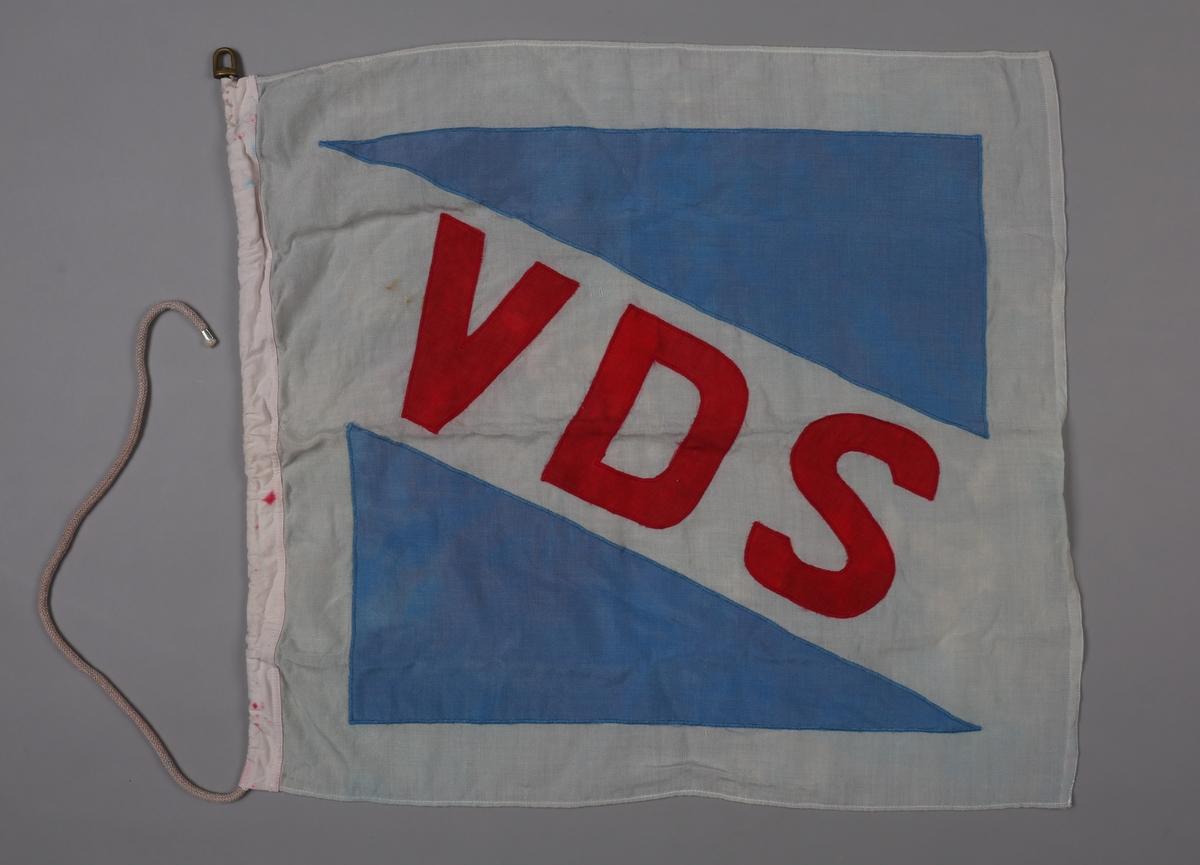 Flagg med initialene VDS for Vesteraalens Dampskibsselskab