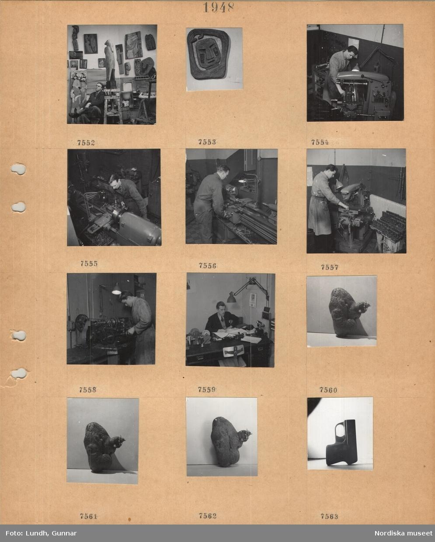 Motiv: Konstnären Carl Einar Borgström i sin ateljé omgiven av konstverk, reliefskulptur, verkstad, män arbetar vid olika maskiner, man i kavaj och slips sitter vid skrivbord och arbetar, mindre maskindetaljer på bordet, potatis med groddar, pistolattrapp.