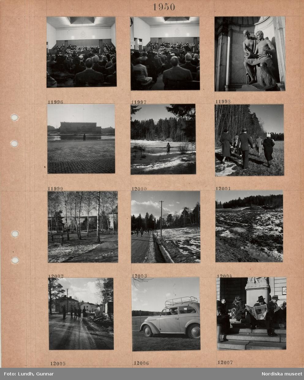 Motiv: Andaktslokal Frälsningsarmén, frälsningssoldater, åhörare, nisch i byggnad med skulptur av kvinna och man, Stockholms slotts östra fasad, Stockholms ström, kaj, kvinna promenerar i snö i skogsmark, grupp med promenerande i skogskant, sluttning med björkar, villa, flaggstång med svensk flagga, promenerande personer på landsväg, fotgängare på väg vid bostadsbebyggelse, en man tittar ut genom en bilruta, kvinnor och män sitter i solen på Dramatens trappa, några läser tidningen.