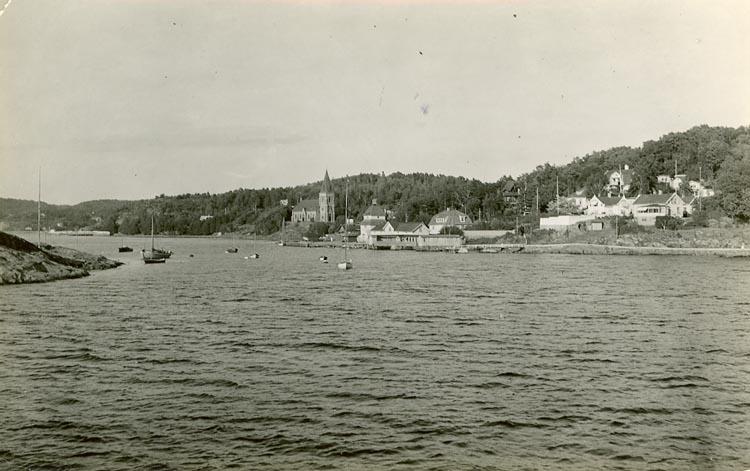 """Enligt Bengt Lundins noteringar: """"Havsbad. Ljungholmen. Kyrkan. Promenaden""""."""