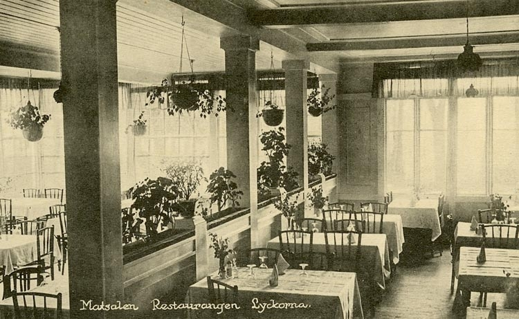 "Enligt Bengt Lundins noteringar: ""Matsalen. Restaurangen. Lyckorna""."