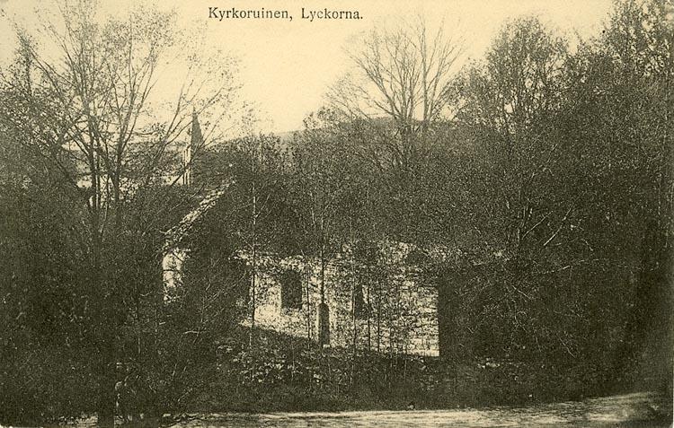 """Enligt Bengt Lundins noteringar: """"Kyrkoruinen. Lyckorna""""."""