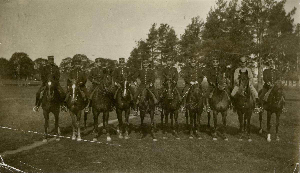 Grupporträtt av officerare vid Hälsinge regemente I 14.