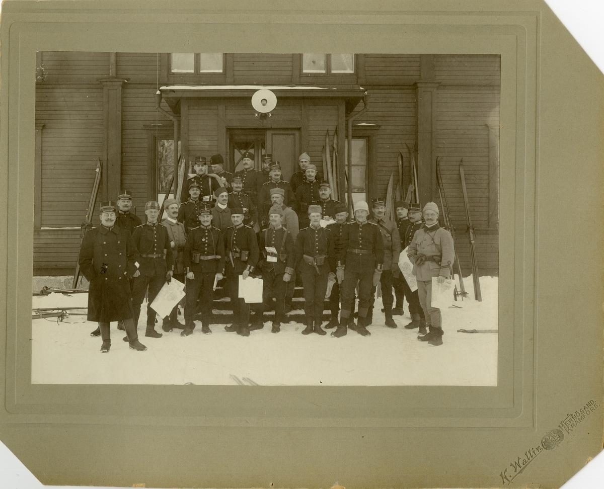 Grupporträtt av officerare vid Västmanlands regemente I 18.