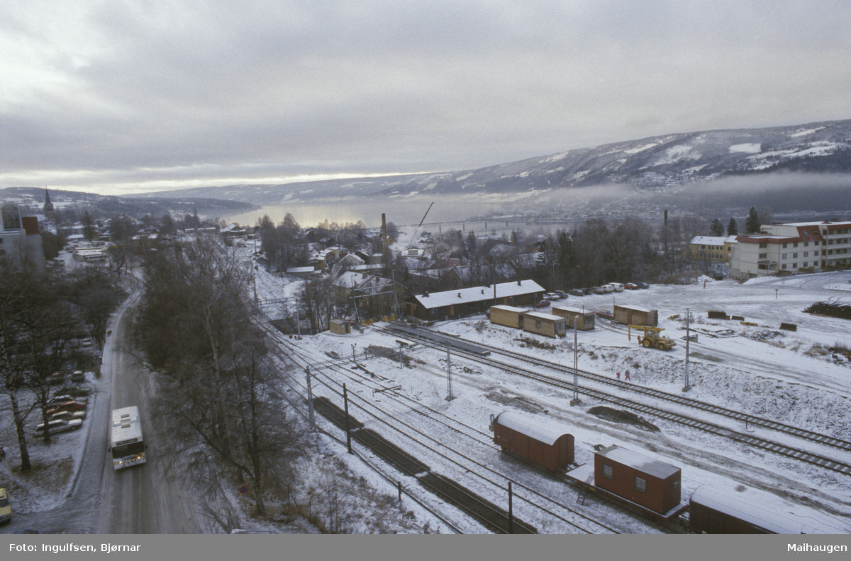 Lillehammer sentrum, Brufoss gate og jernbaneområdet, Lurhaugen, mot sør, tatt fra YK-huset, 8 etg. 2 dubl.