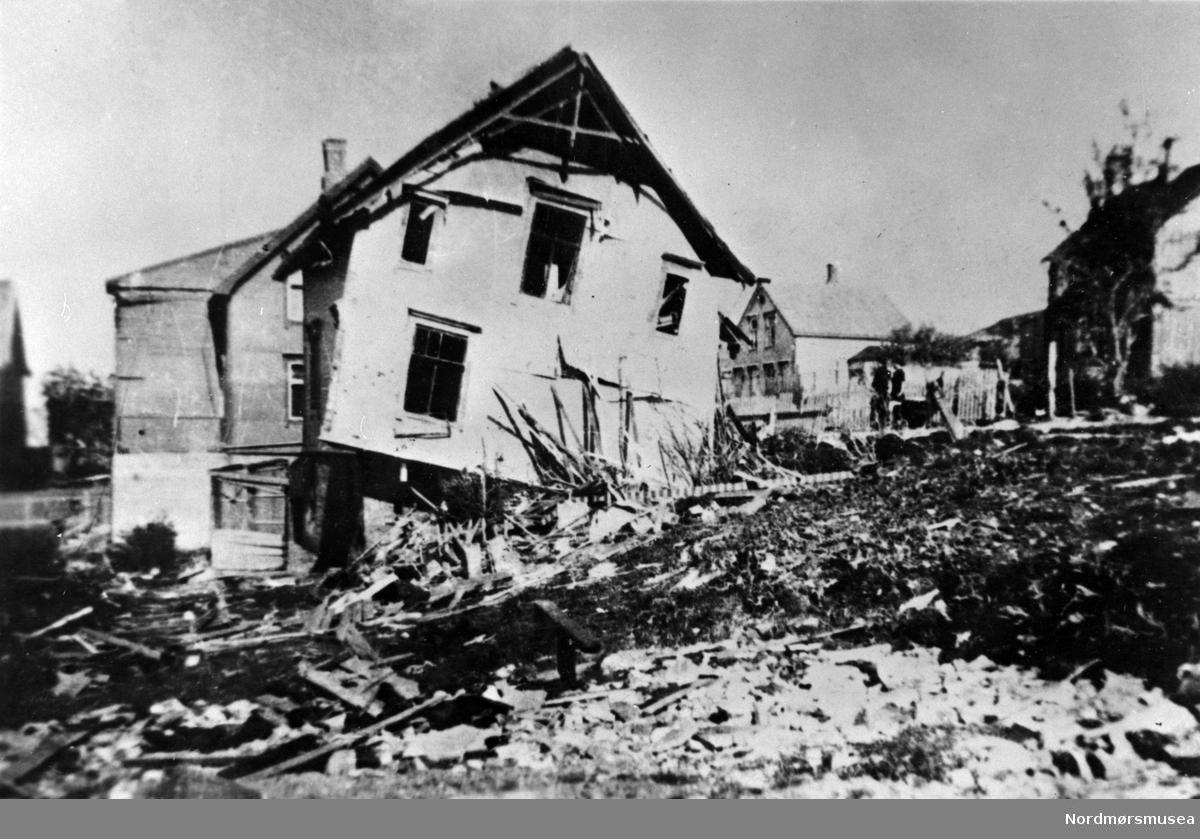 Kristiansund krigsskadd 1940.  Hvor? Nordmøre museums fotosamling