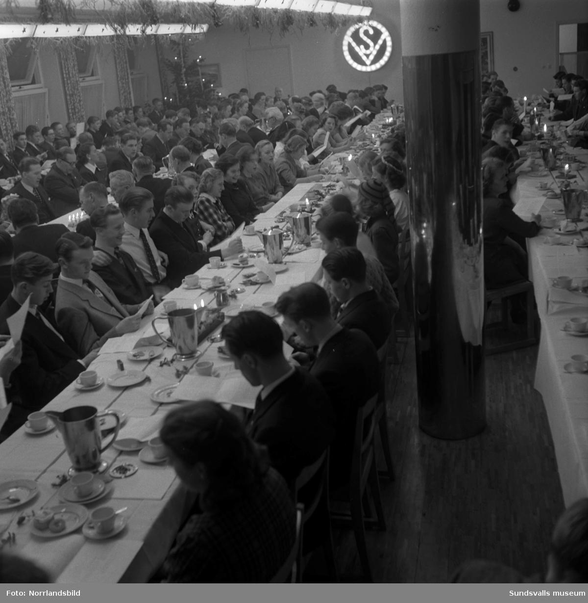 Verkstadsskolans luciafirande 1950. På första bilden ses från vänster: okänd, Britt Marie Johansson, Majlis Näsholm, Britt Karlsson, lucian Iris Oskarsson, Ingrid Gillström, Ulla Britt Olsson, Signe Nyström, okänd, okänd.