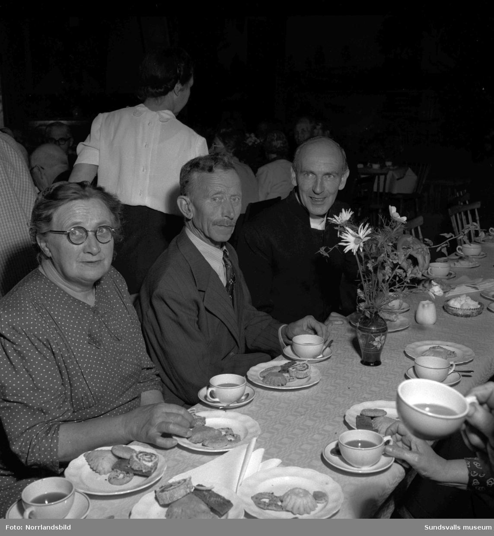 De gamlas Dag firades med kaffe och dopp i Medelpad.