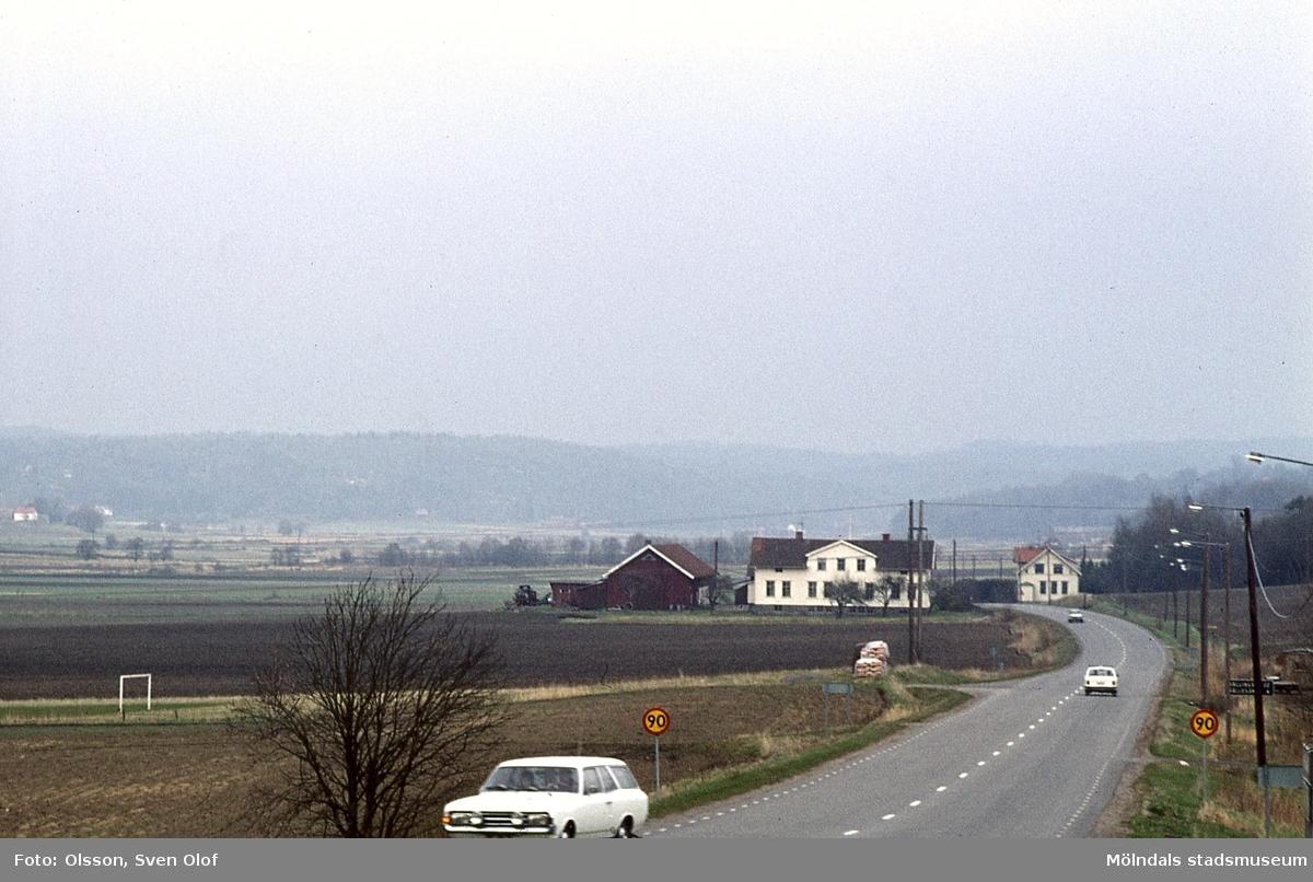 Gamla ålderdomshemmet vid Hällesåkersvägen i Lindome, år 1972. Byggnaden är numera lägergård.