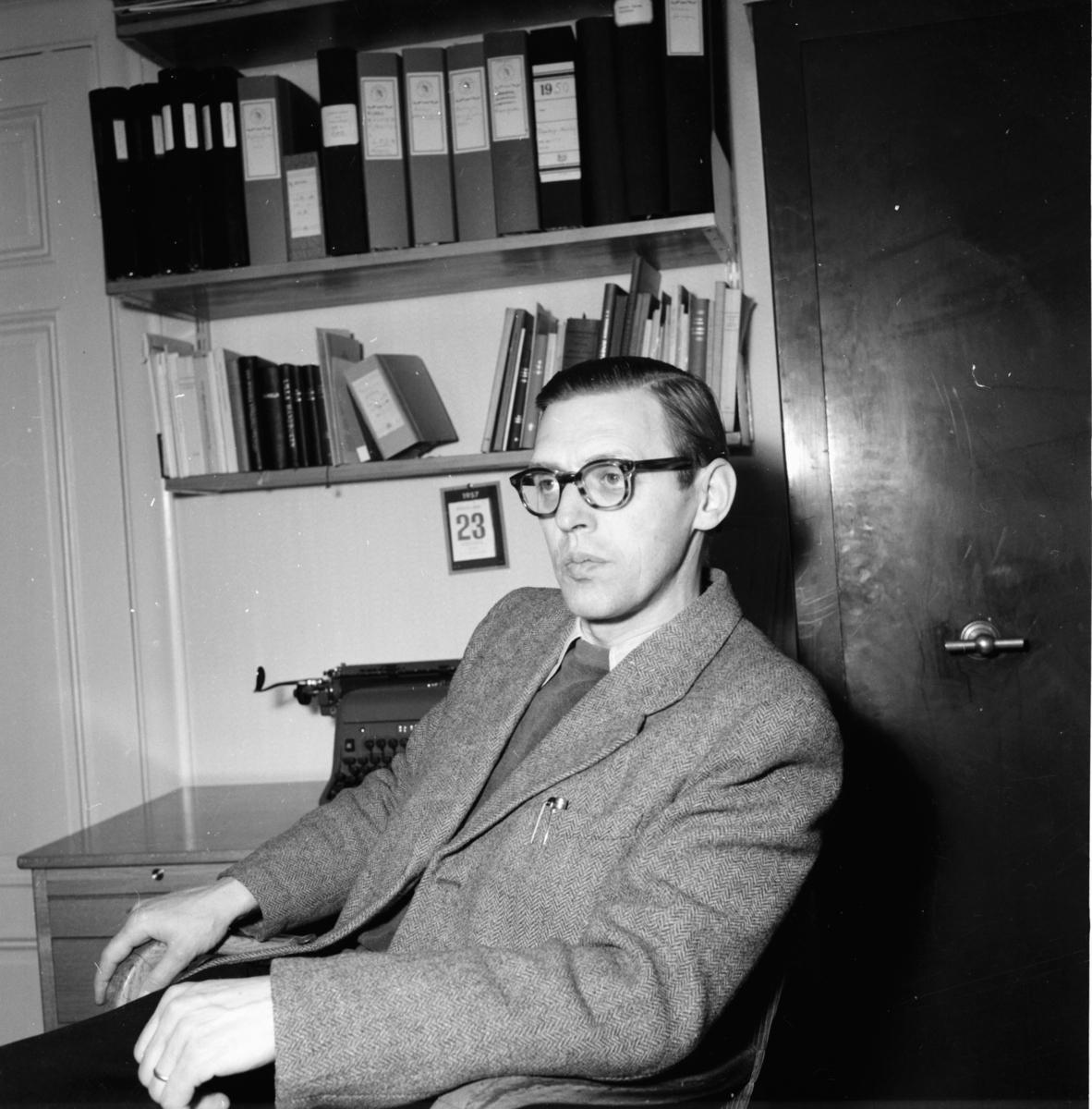 Kyrkoherde Åke Wermaeus i prästgården i Los 1958.