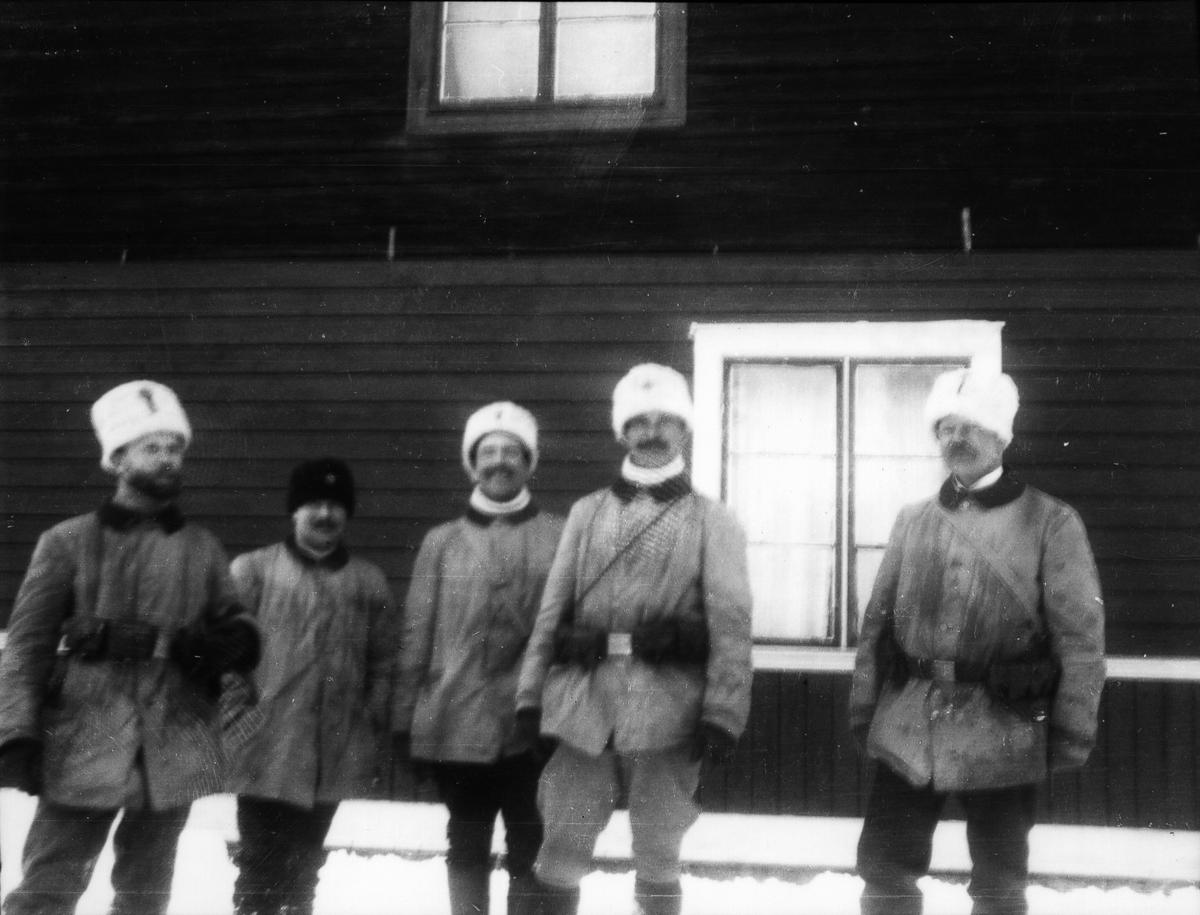Landstormsbild från 1914. Förläggning och fem män.