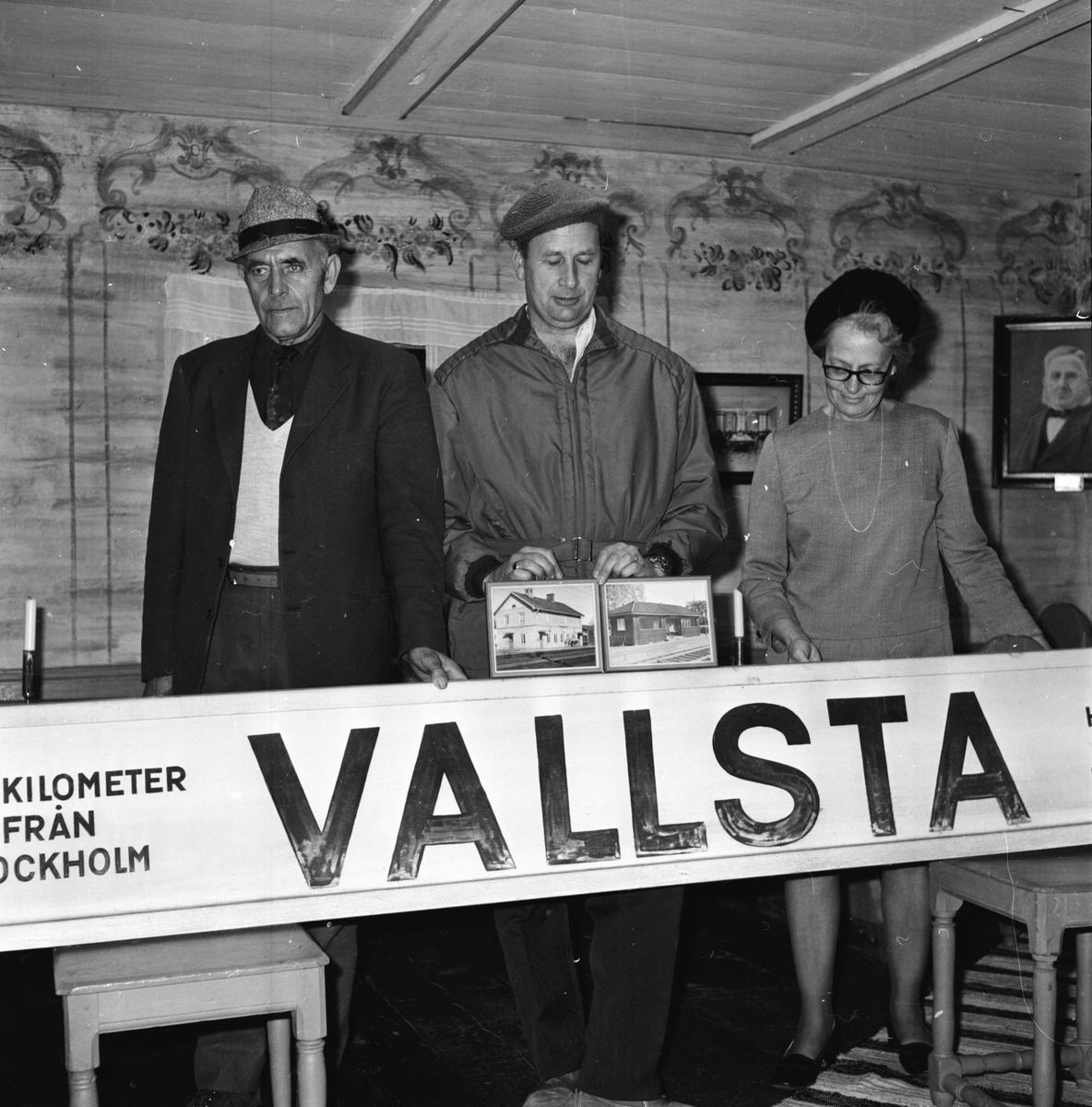 Arbrå, Stationsskylten i Vallsta till fornhemmet, Okt 1970