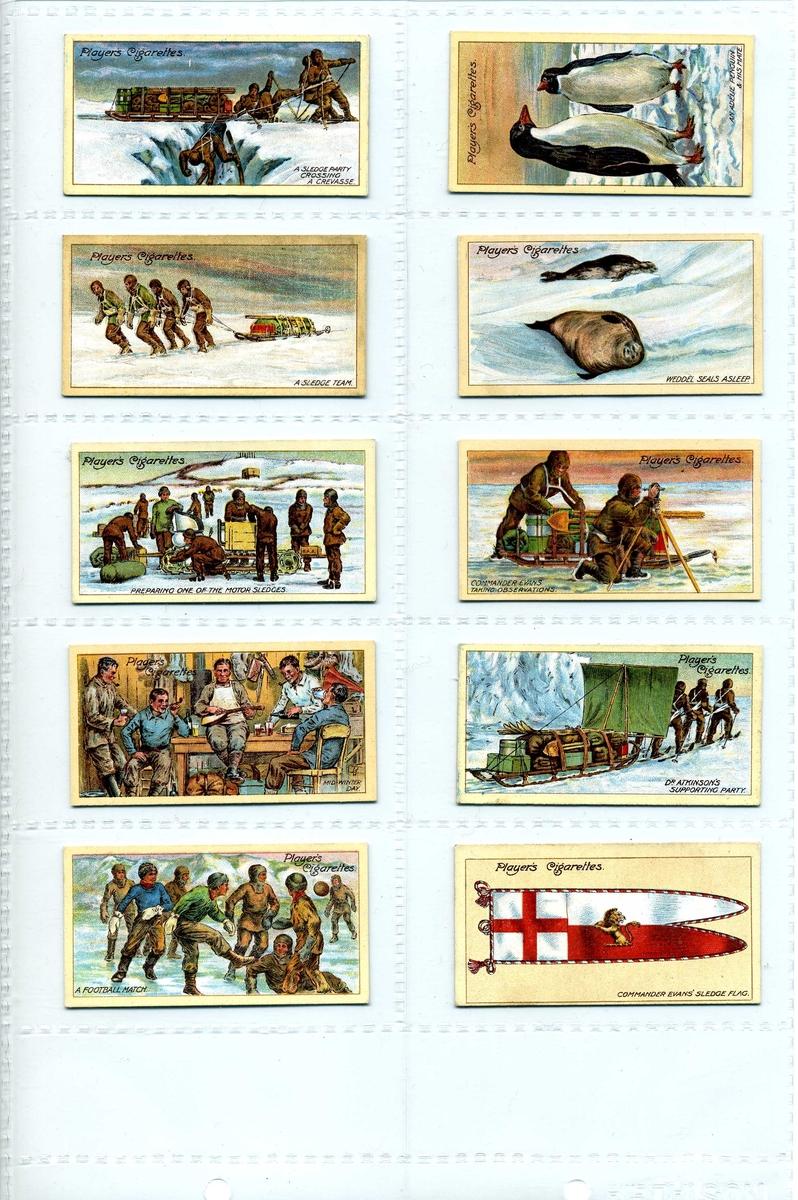 """25 samlarkort i serien """"Polar Exploration, 2nd series of 25"""" från tobaksbolaget John Player & Sons. Motiv i form av tecknade porträtt och scener ur polarhistorien, samt ett antal udda av andra utgivare. placerade i tre plastark med fickor."""