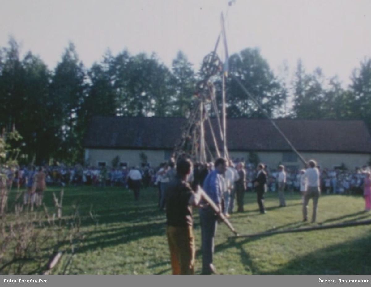 Traditioner vid Brevensbruk  Avsnitt:   Valborgsmässofirandet år 1972. Kristi Himmelfärdsdag. Göstas Källa. Getbergsrännet år 1969.