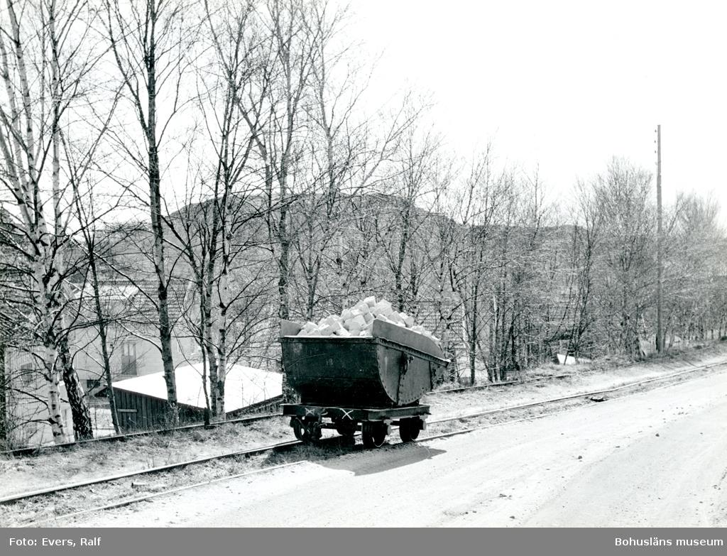 Vagn fylld med gatsten