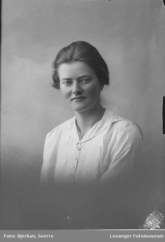 Portrett Borghild Holmesland.