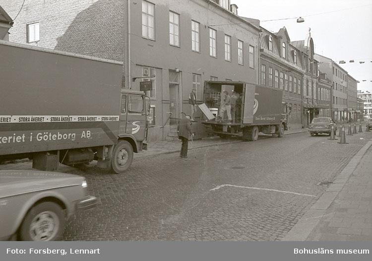 """Enligt medföljande text: """"Bohusläns museum 1981-1984. Flytt från gamla till nya museet""""."""