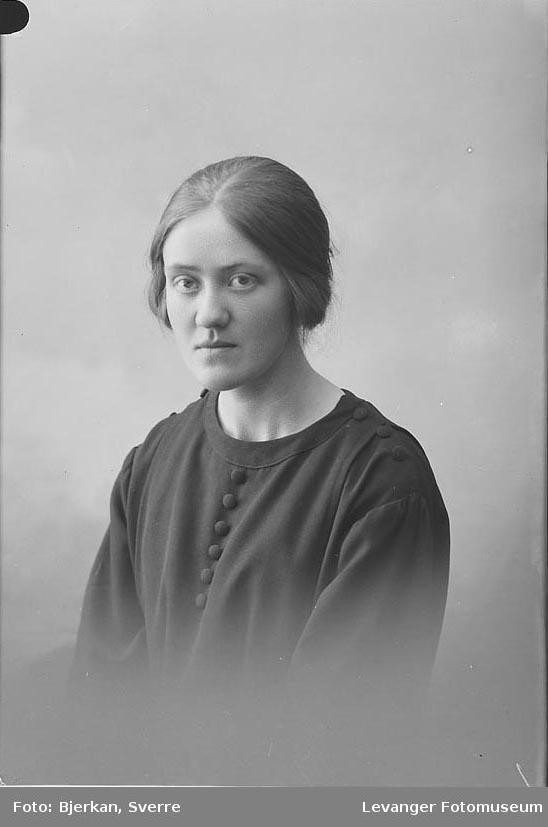 Portrett  av Signe Fangvik.