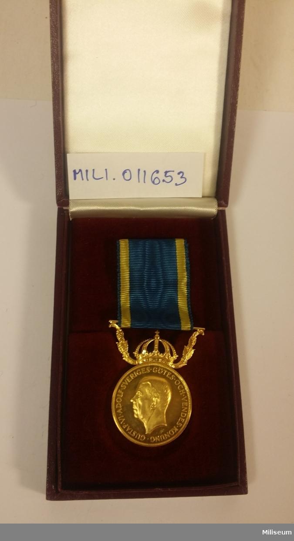 Förtjänstmedalj NOR i guld, med tillhörande etui.