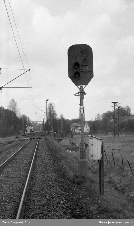 Forsignal for utkjørhovedsignal M på Heggedal stasjon