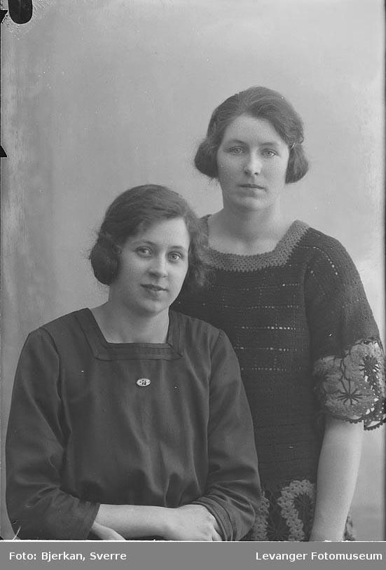 Portrett av to søstre. en heter Jorun Vesleheim