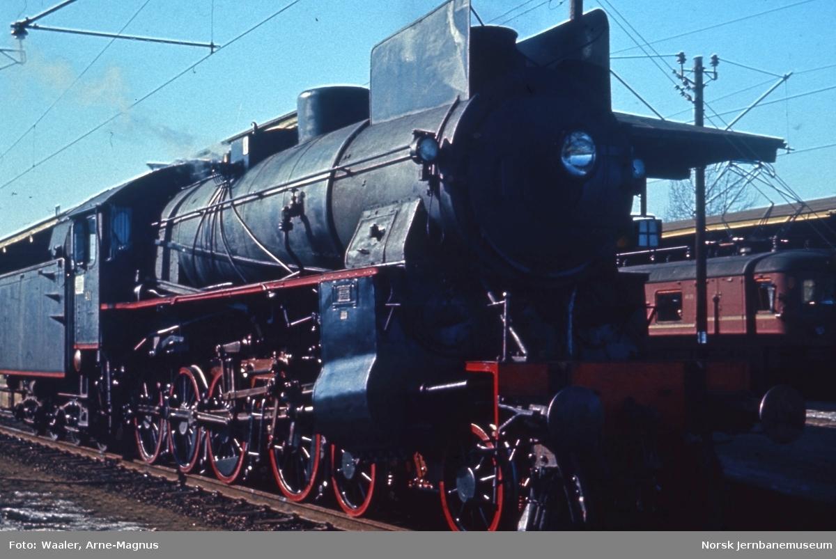 Damplokomotiv type 31b nr. 401 på Lillestrøm stasjon