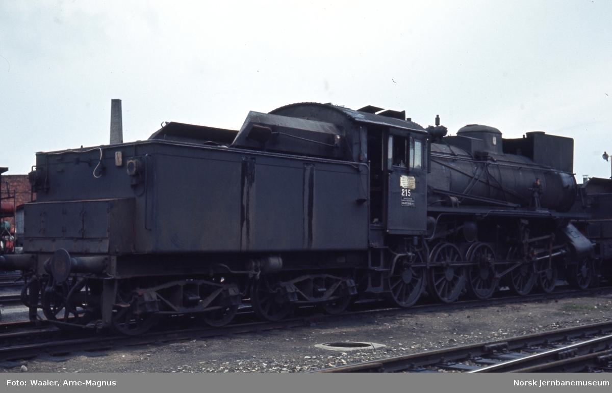 Damplokomotiv type 26a nr. 215 på Hamar stasjon