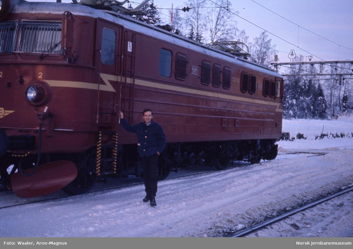 Elektrisk lokomotiv El 13 2142 på prøvetur til Dal stasjon - med Arne-Magnus Waaler